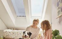 Hűtés klíma nélkül a tetőtérben – VELUX árnyékolókkal